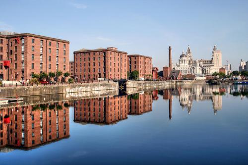 Part of the city's rejuvenation projects nearly 10 years ago, the Albert Dock was restored and museums, cafes, and attractions were opened.  I love this part of the City almost as much as Bold Street.